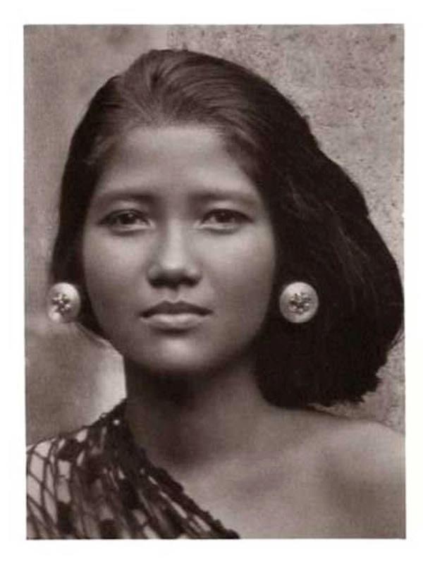 BalineseWomanCirca1930.jpeg