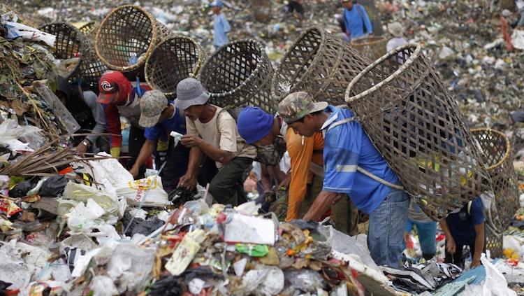 indonesia trash scavengers 12 12 2016-2-2