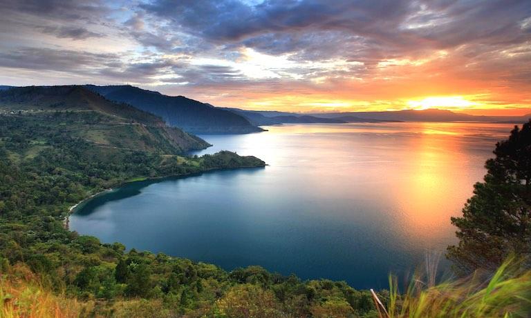 Lake Toba, Sumatra: The Largest Volcanic Lake In The World | WowShack