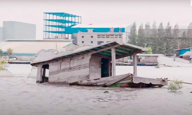 Why is jakarta sinking